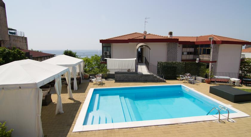 accesible-accomodation-sicily-italy-la-terrazza-bandb-pool-are-sea-view