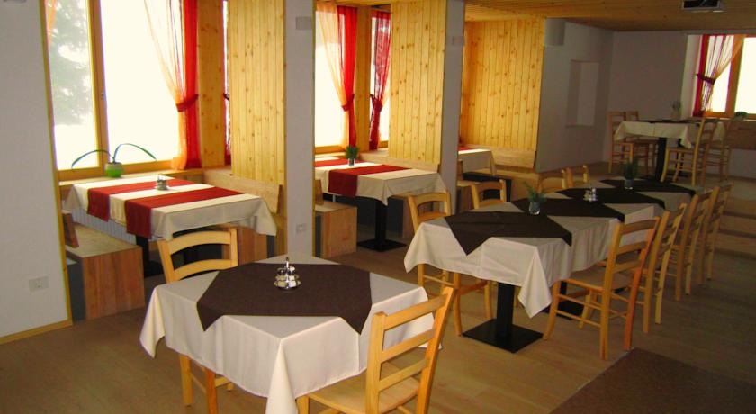 accessible-holidays-slovenia-hotel-jelka-dining-room