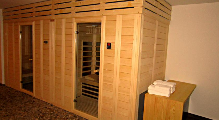 accessible-holidays-slovenia-hotel-jelka-sauna-rooms