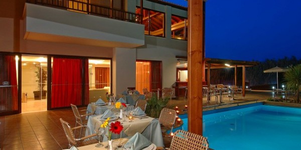 accessible-holidays-greece-crete-eria-resort-dining-pool-side