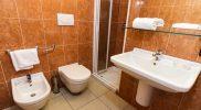 accesible-accomodation-sicily-italy-la-terrazza-bathroom